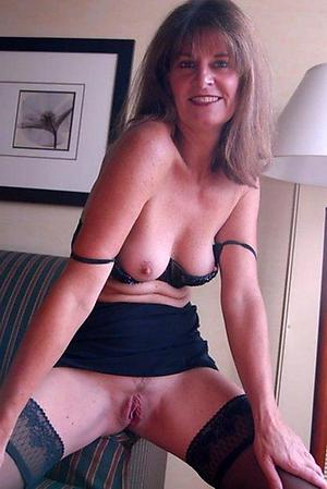 Hot porn of mature dam pussy