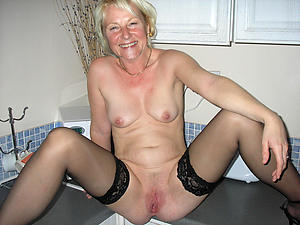 Spectacular naked mature housewives photos