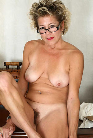 Hot porn of undress mature in glasses