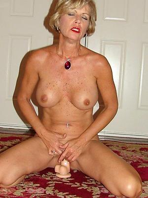Naughty mature woman masturbating pictures