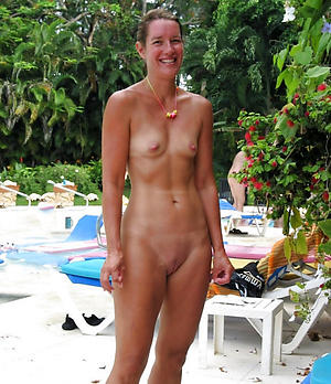 Nude mature women anent small tits