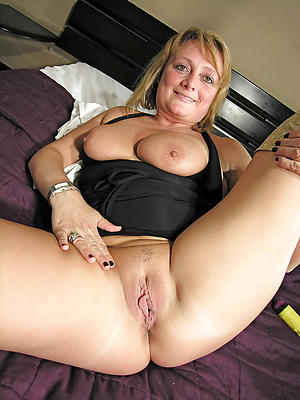 Naughty mature slut pussy