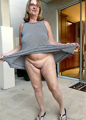 Mature age-old ladies pussy pics
