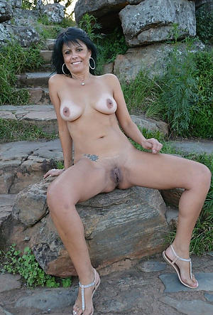 Pretty amateur mature naked women pics