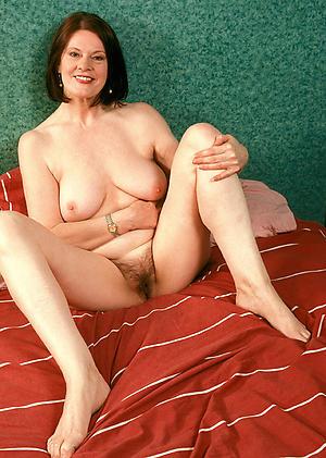 Beautiful hot nude mature women foto