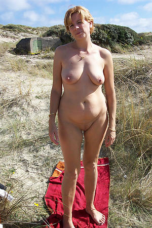 Amateur pics be expeditious for sexy mature outdoor pussy