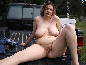 Naked mature outdoor pussy colonnade