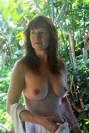 Amateur pics of mature women over 40