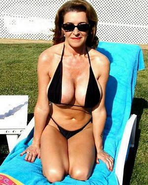 Hot porn of mature woman bikini