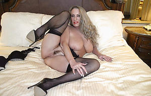 Amateur pics of hot sexy mature in heels