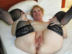 Slutty mature woman pussy pictures