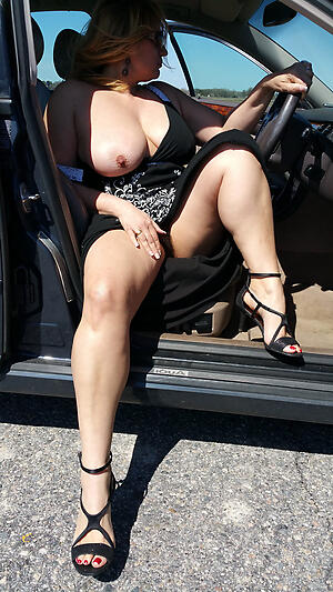 Amateur pics be advantageous to mature sexy in car