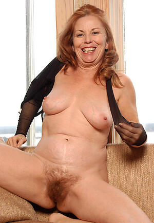 Pretty grown up cougar milf