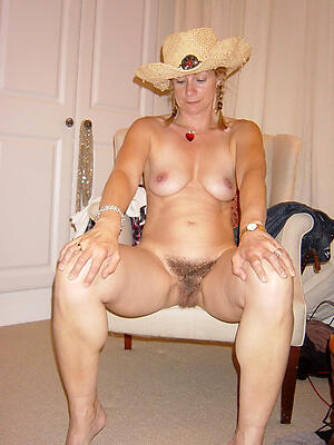 Pretty mature hairy pussy pictures