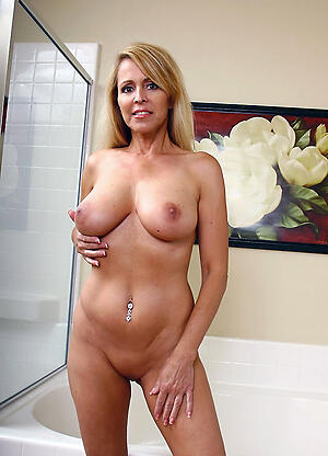 Beautiful puristic cougar pussy