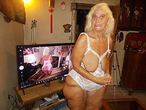Drawing mature older moms nude pics