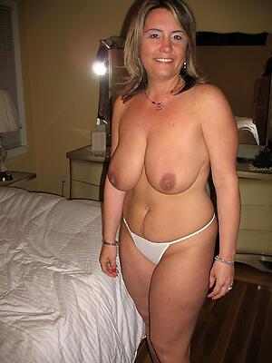 Amateur private stripped women porn pics