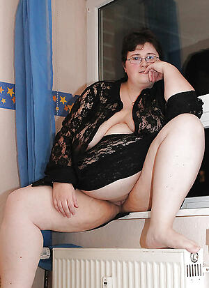 Gorgeous mature bbw housewives naked pictures