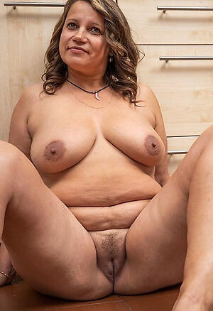 Hot porn of naked mature column alone