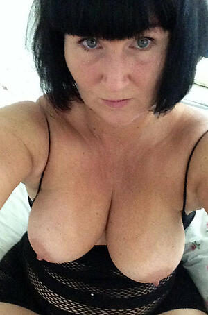 Amateurish pics of comely mature selfshots