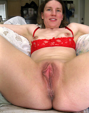 Pretty old mature pussy