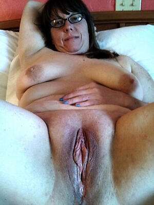 Hot porn of sexy close up mature pussy