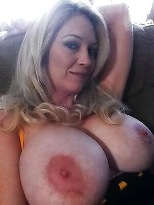 Amateur pics of sexy mature selfshot
