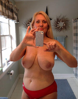 Denuded mature selfshot pussy pics