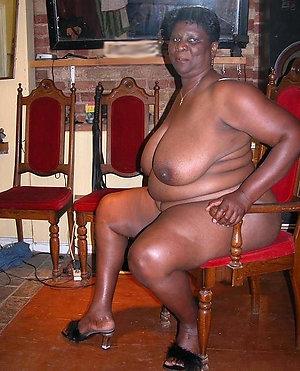 Slutty black mature pussy