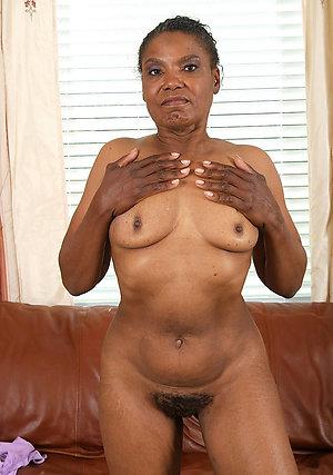 Horny ebony mom posing nude