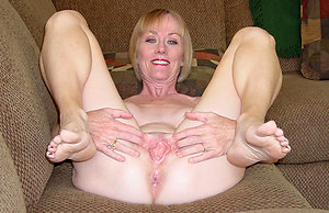 Slutty mature feet porn pictures