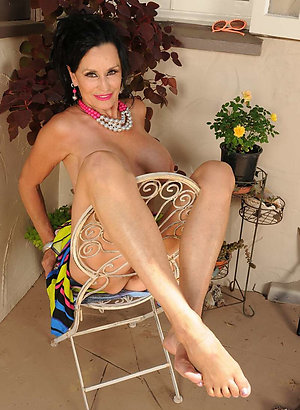 Cool mature legs and feet sex pics