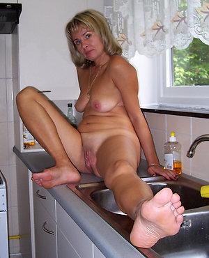 Homemade mature feet porn pics