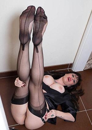 Classy mature women feet pics