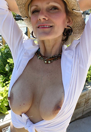 Amateur pics of mature girlfriend