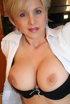 Busty mature girlfriend nude pics