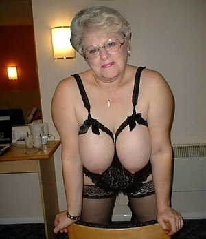 Naughty mature old pussy photos