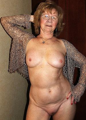 Naked hot mature granny pic
