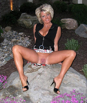 Pretty nude women in sexy high heels