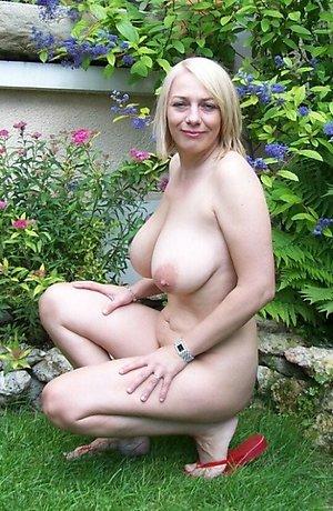 Gorgeous horny mature girl want sperm