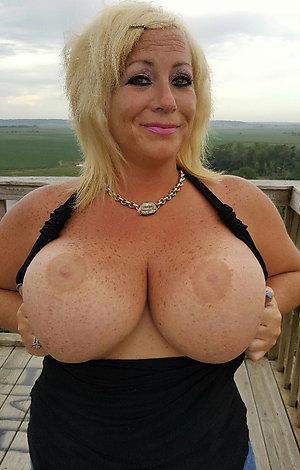 Naked sexy mature bitch porn