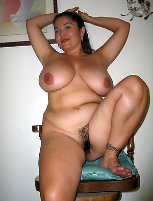 Curvaceous amateur mature latina pussy pics