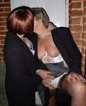 Nude mature lesbian ladies having sex