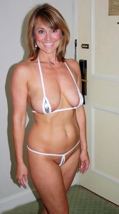 Free pics of hot mature bikini girls