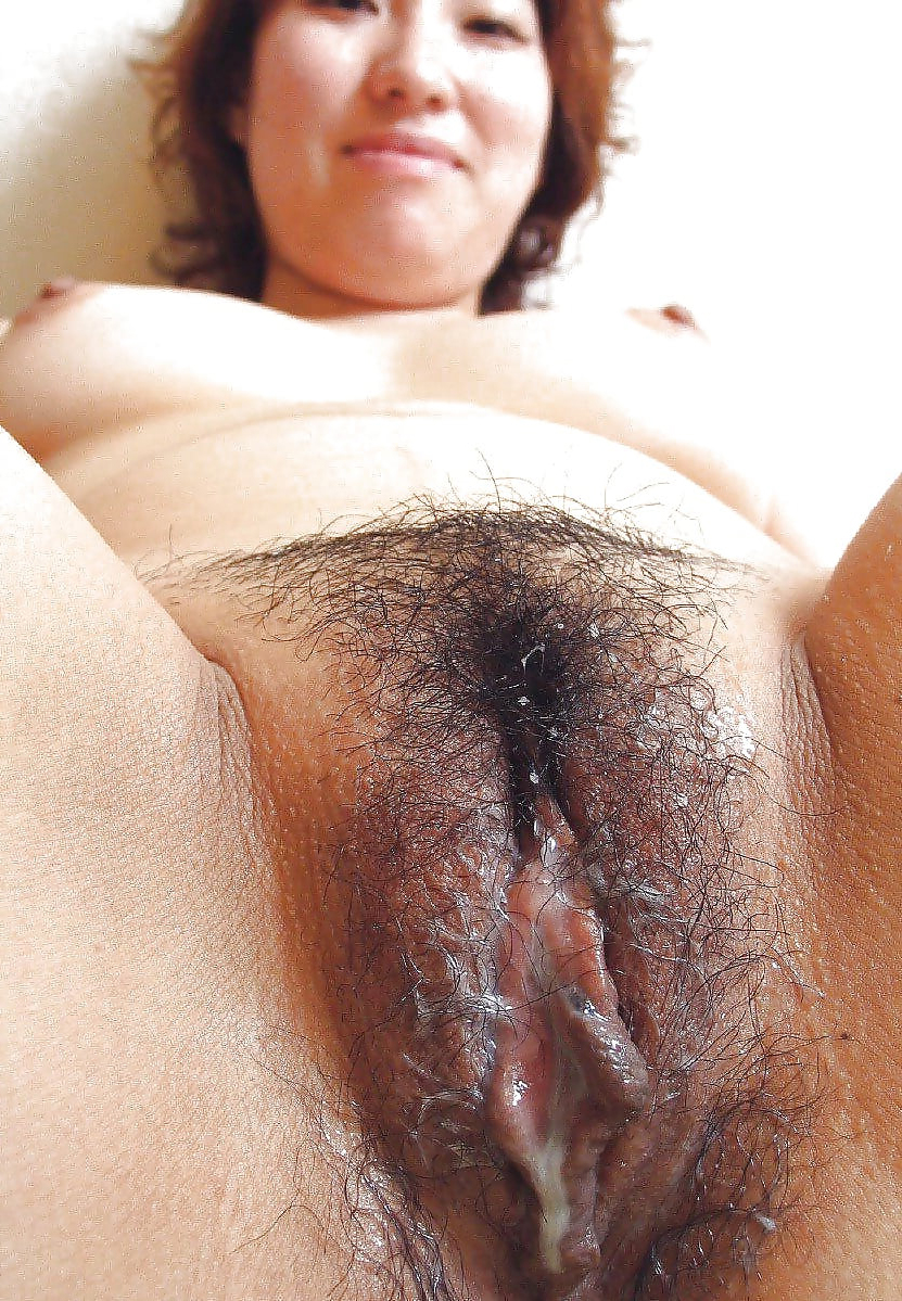 Naked unshaved full-grown pussy