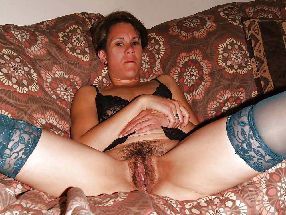 Nude unshaved mature pussy