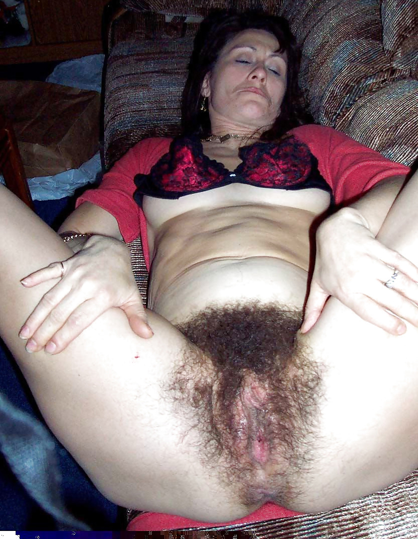 Drawing unshaved mature pussy