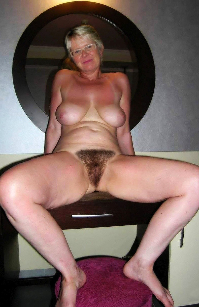 Amateur mature pics of unshaved hairy pussy