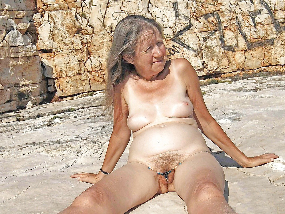 Naughty older mature pussy nude images