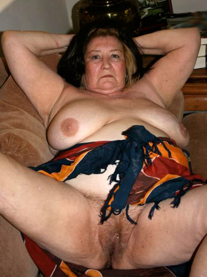 Naked grown-up elder woman photos